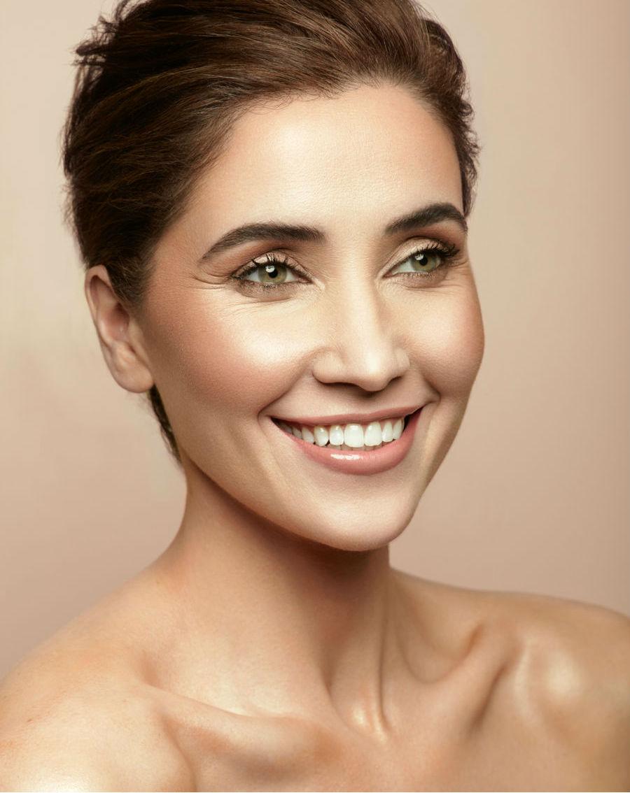 Jen Bronzed Beauty Scale